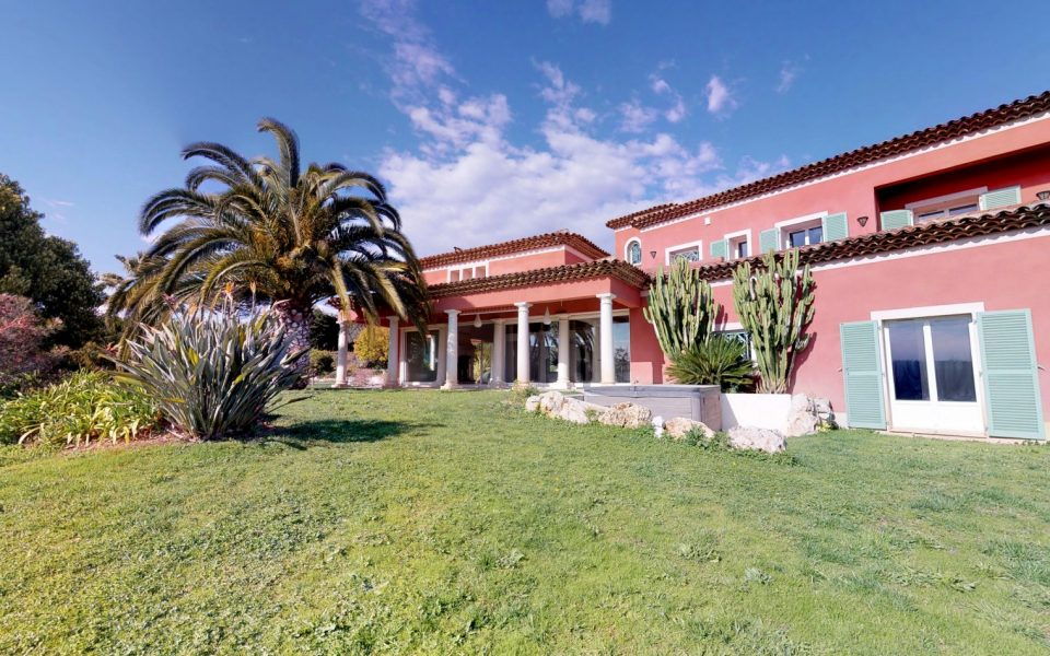 Large luxury property in the west of Nice