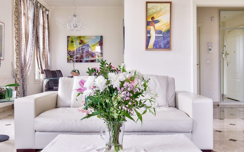 Nice – Heart of Cimiez – Exceptional ! Magnificent Renovated 3 Bedrooms 157 sqm on the Last Floor : photo 2
