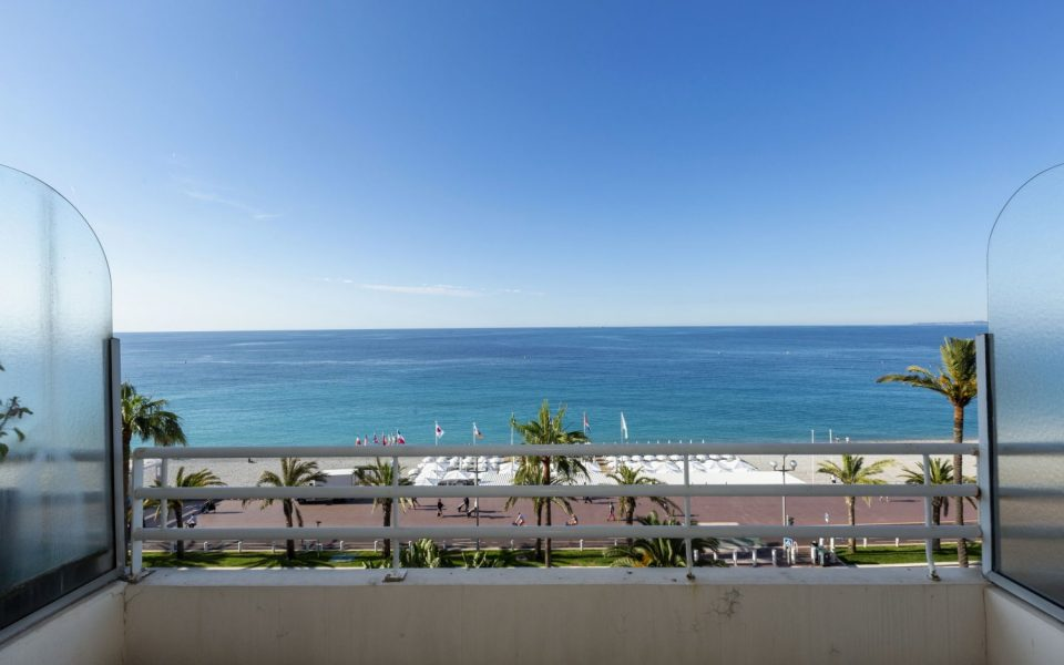 Large 3 room apartment on the Promenade des Anglais