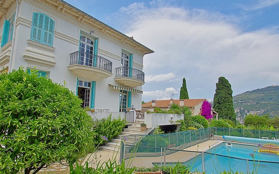 Private Mansion With Swimming Pool – Experiment the Charms of the 1920's