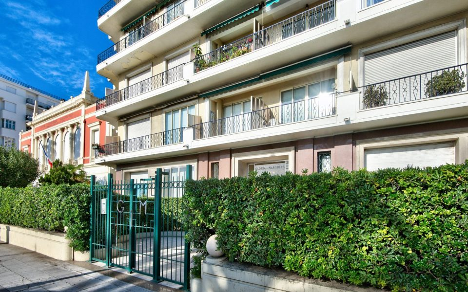 Nice – A 2 bedrooms Apartment for a Luxurious Promenade des Anglais