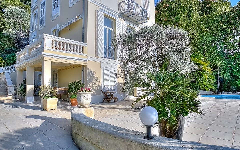 Prestigious mansion of 330 m2 in the heart of the city