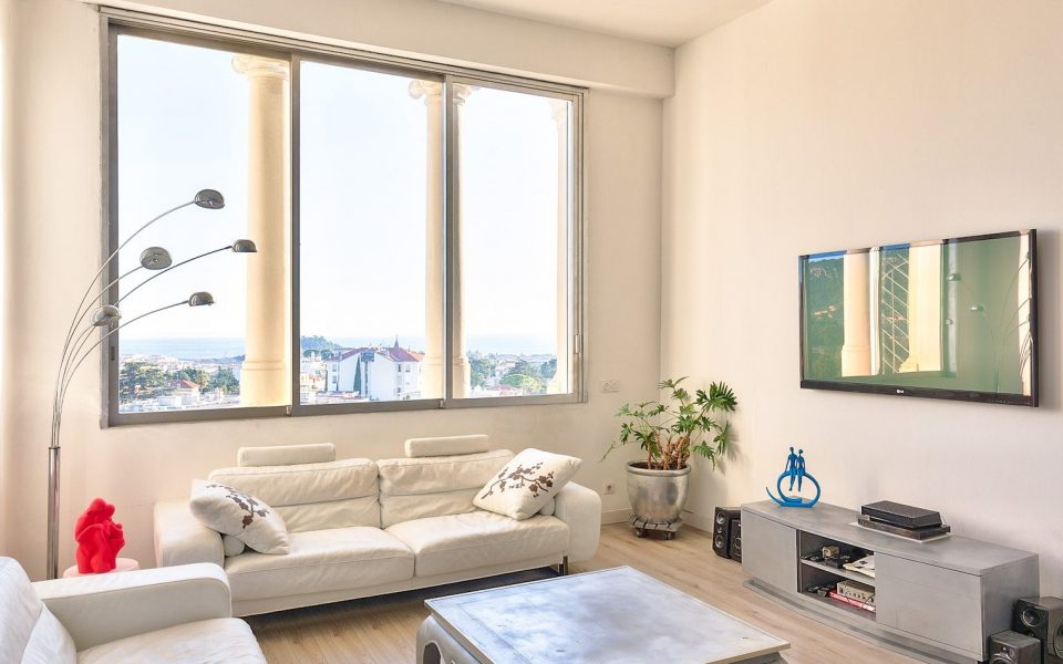 Nice – Cimiez – Rare: Gorgeous 3 Bedrooms of 140 sqm on the Top Floor in the Prestigious Residence Le Regina : photo 2
