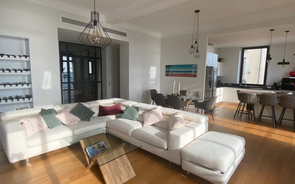 Nice Promenade des Anglais – Gorgeous 3 Bedrooms Apartment With Panoramic Sea View