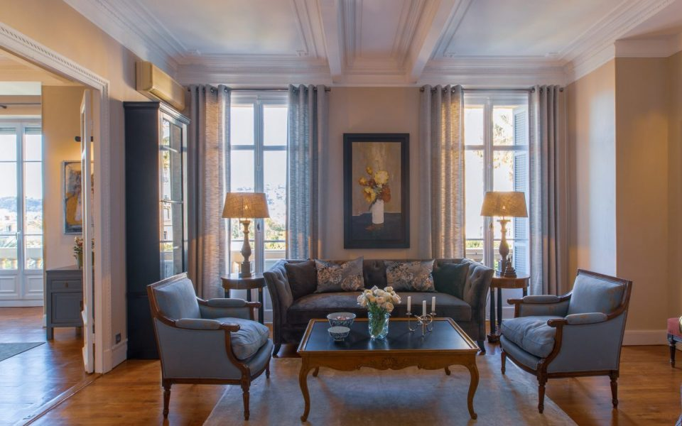 Nice Cimiez – Beautiful 4 Bedrooms Apartment 160 sqm in Palace 19th C