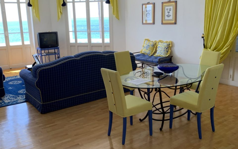 Juan les Pins – Beautiful 3 Bedrooms Apartment 95 sqm on the Seafront