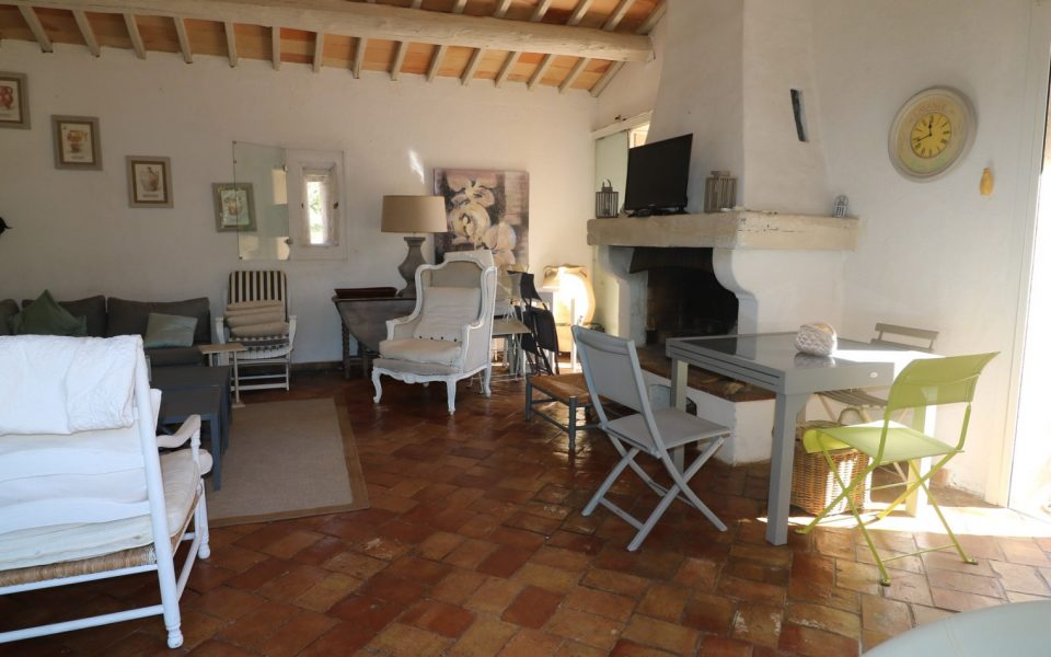 Le Muy – Small Bastide 4 Bedrooms 137 sqm with land 11000 sqm : photo 3
