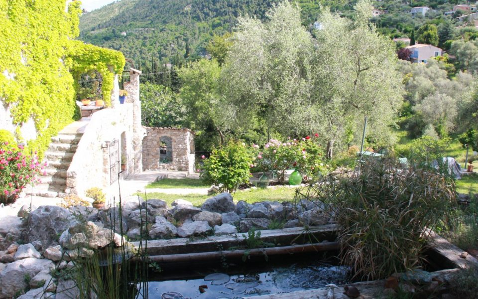 All the charm of the old stones of Provence at 30mn from Nice-Airport