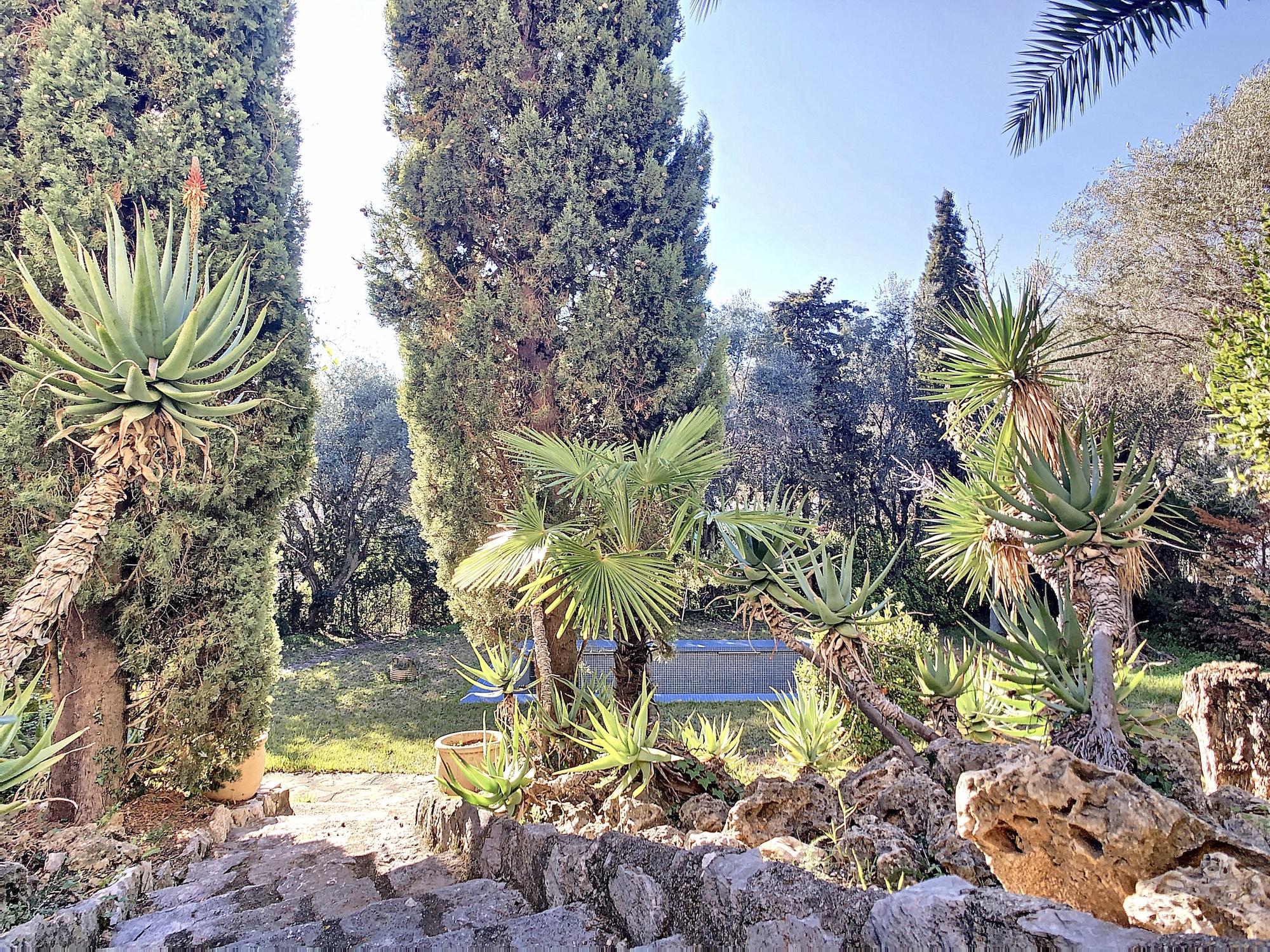 Nice Bas Fabron – Rare – Superbe Bastide à rénover proche mer et commerces