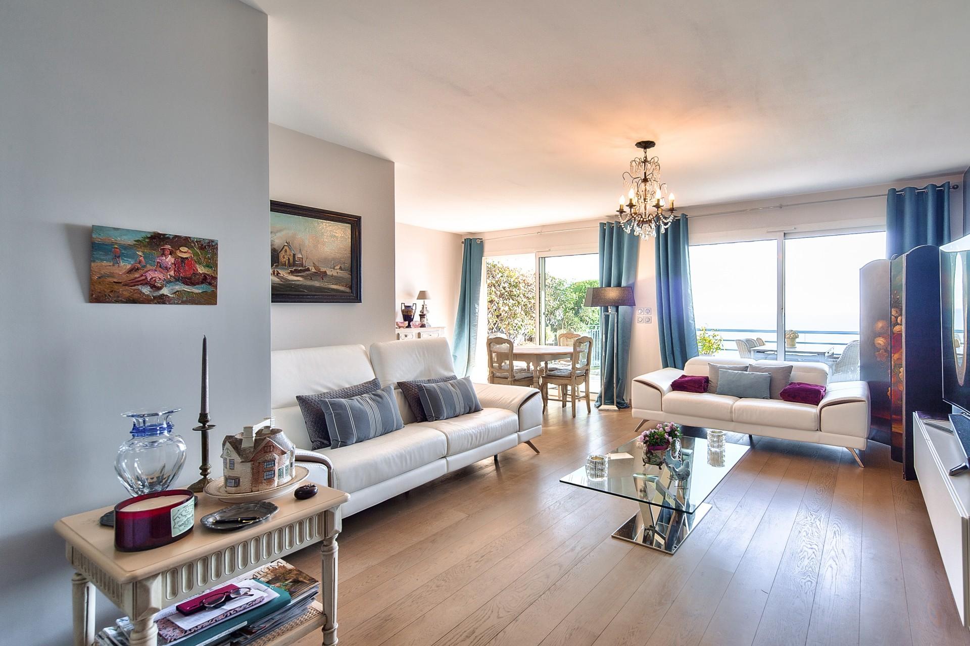 Roquebrune-Cap-Martin Exceptional Sea Views apartment with private garden