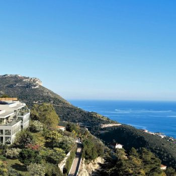 Eze – Spacious One bedroom Apartment of 52 sqm, garden, terrace and sea view