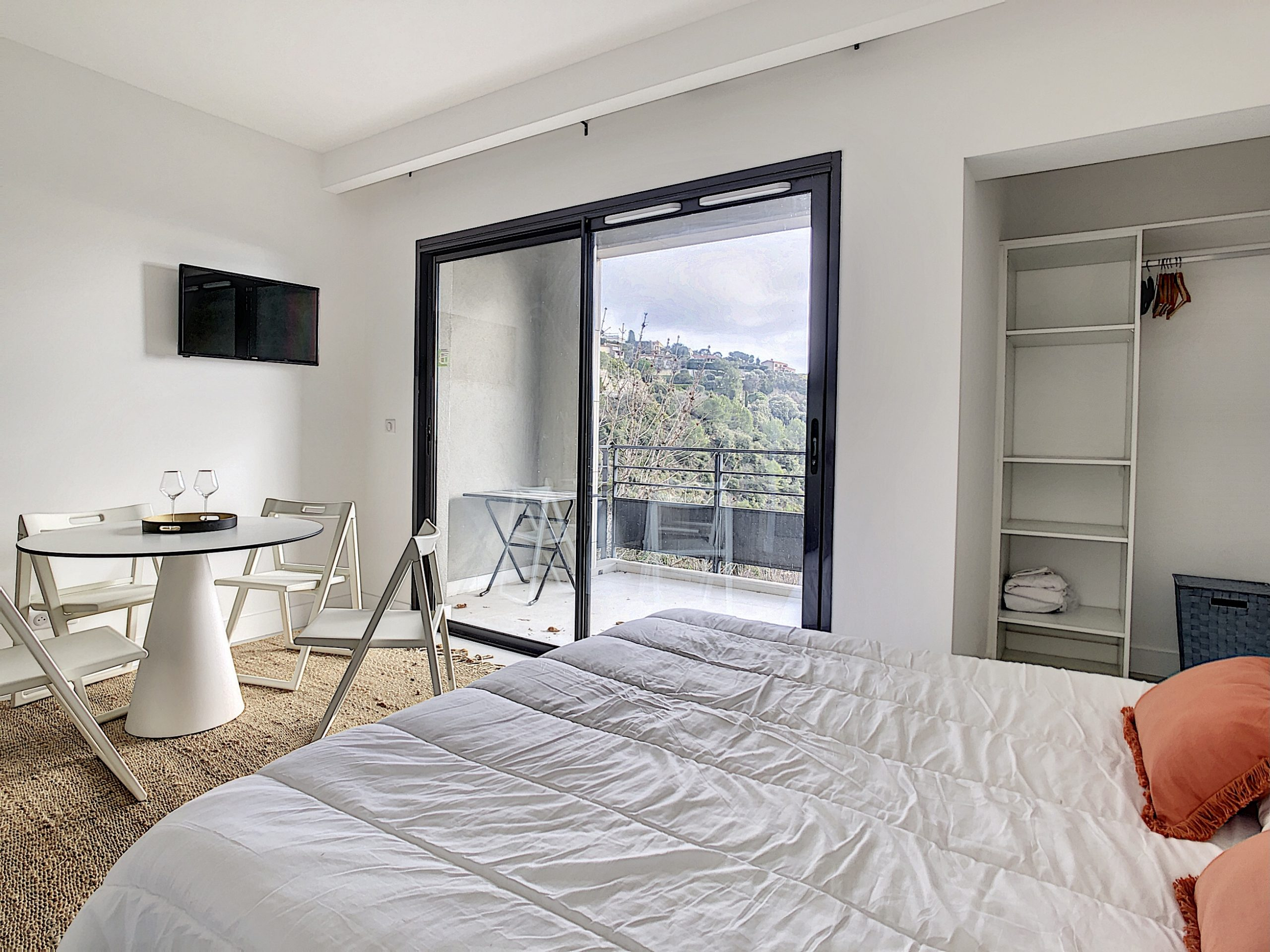 Eze – Pleasant renovated 2 room apartment with sea view terrace