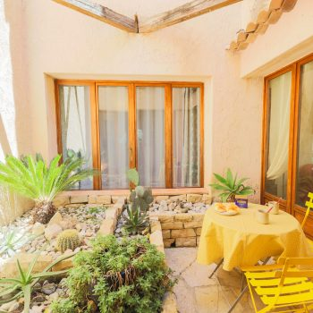Tourrette-Levens – Large Provencal Villa on a Wooded Plot with Swimming Pool