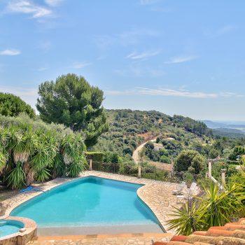 PEYMEINADE – Spacious Villa with infinity pool