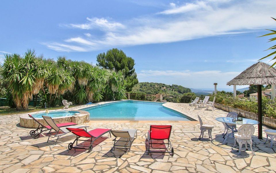 PEYMEINADE – Spacious Villa with infinity pool : photo 3