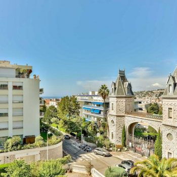 Nice Cimiez – Top floor of a private mansion !