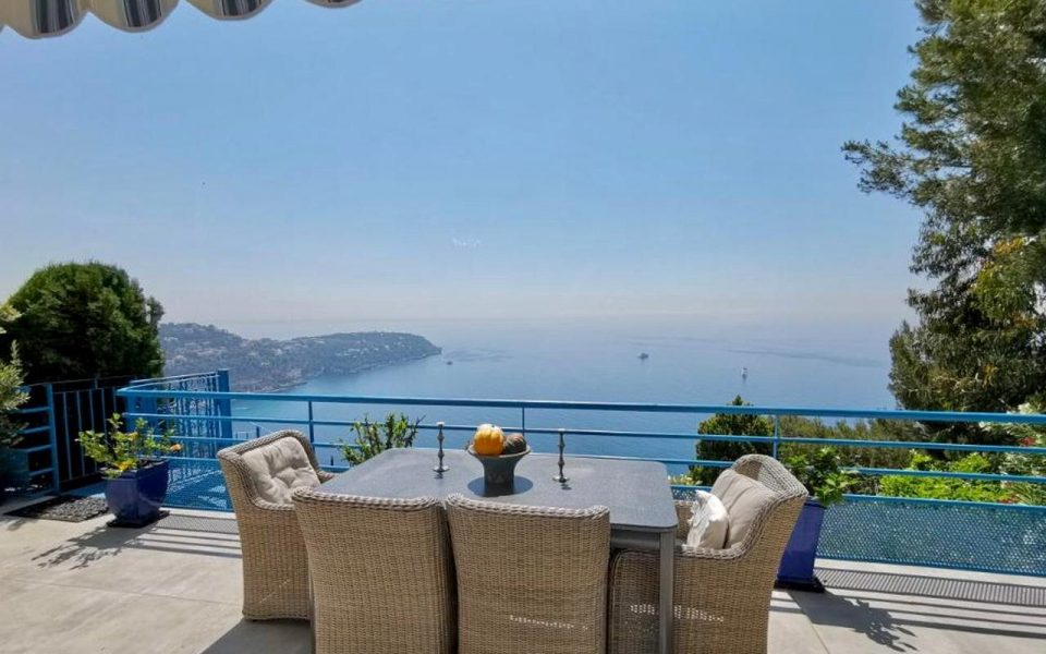 Renovated One Bedroom Flat with Exceptional Sea View at the Gates of Monaco