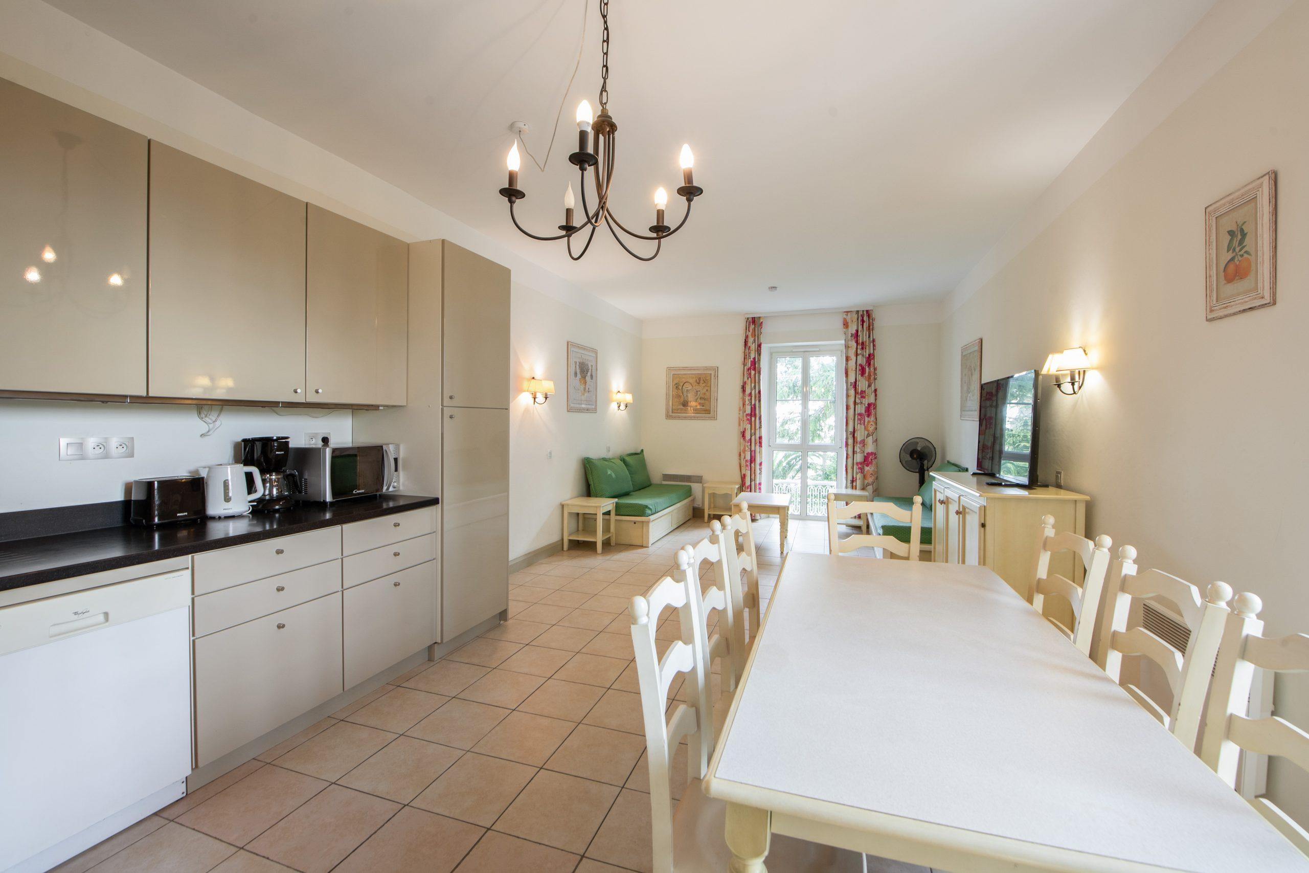 Cannes Croix des Gardes – 3 Bedrooms Apartment 84 sqm in Property with Park