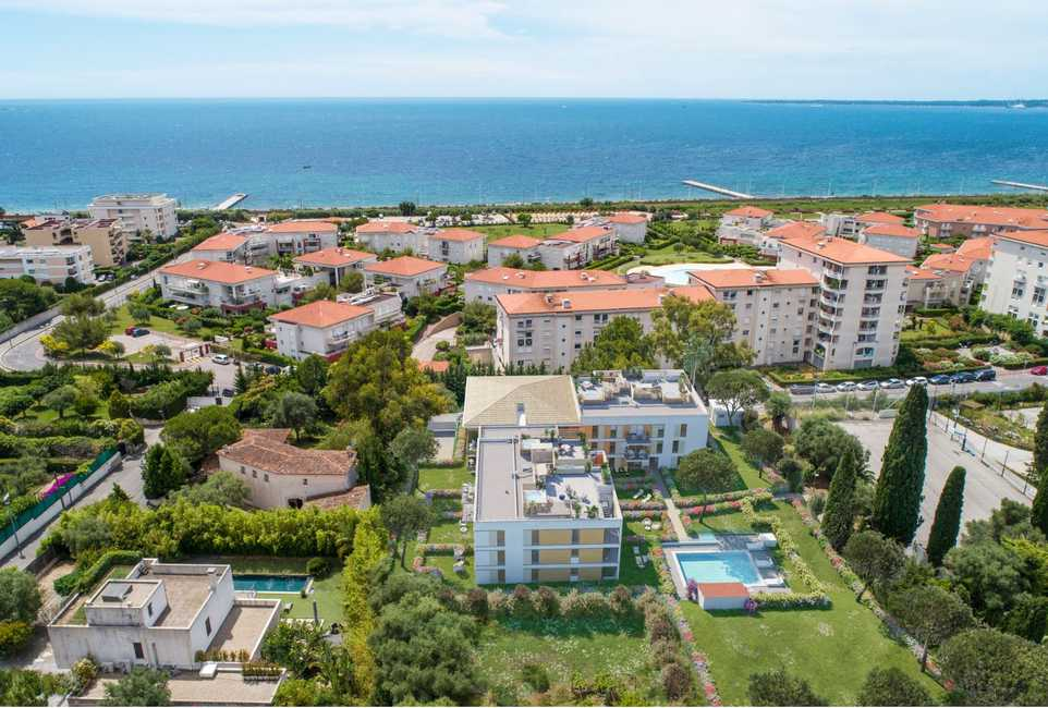 Antibes – 2 bedrooms Apartment on the top Floor in a Residence With Swimming Pool
